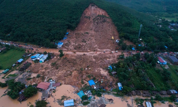 ดินภูเขาถล่มทับหมู่บ้านเมียนมา20%ฝนกระหน่ำกลางฤดูมรสุม20%ดับพุ่ง20%1320%ศพ