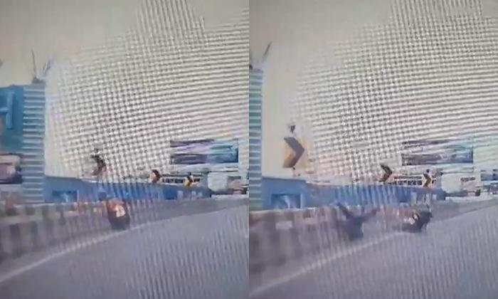 มอเตอร์ไซค์เสียหลักหลุดโค้งชนราวสะพานพระราม 4 ดับคาที่ ซ้ำรอยจุดเดิมนักศึกษาหนุ่ม