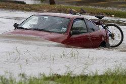 ขับรถตะลุยน้ำท่วม ...เคล็ดไม่ลับเมื่อต้องผจญภัยพิบัติ