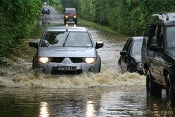 รู้จักระดับน้ำท่วม ขนาดไหน ที่คุณต้องช่างใจ...เมื่อขับรถ