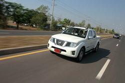 Sanook! Drive : 2012 Nissan Navara Sport Version เสริมทัพด้วยออพชั่นสมรรถนะยังเยี่ยม
