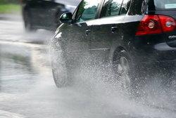 ระวังอันตรายจากรถเหินน้ำช่วงฝนตก