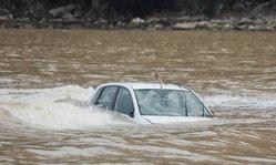 เทคนิคการเอาตัวรอดเมื่อรถยนต์จมน้ำ