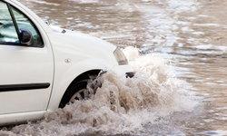 ขับรถ 'ลุยน้ำท่วม' ระวังประกันชั้น 1 ไม่จ่าย!