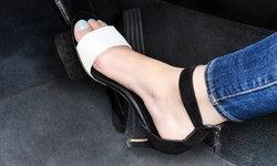 รู้หรือไม่? ใส่รองเท้าแบบนี้ขับรถในญี่ปุ่นผิดกฎหมายนะจ๊ะ