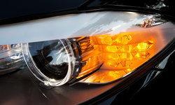 รู้จัก 6 สัญญาณไฟกะพริบจากรถคันอื่น แปลว่าอะไรบ้าง?