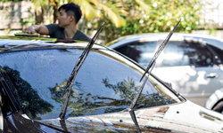 จอดรถกลางแดดต้องยกก้านปัดน้ำฝนหรือไม่?