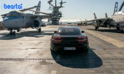 Porsche Taycan เปิดตัวสุดเร้าใจบนเรือบรรทุกเครื่องบินด้วยความเร็วน่าเหลือเชื่อ