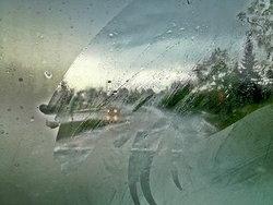 เคล็ดไม่ลับ วิธีไล่ฝ้ากระจกรถยนต์