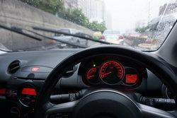 5 เทคนิคขับรถให้ปลอดภัยช่วงหน้าฝน