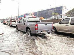 7 วิธีขับรถให้ประหยัดในหน้าฝน