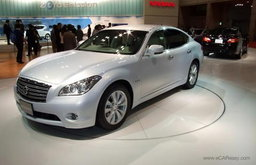 Nissan Fuga Hybrid ไฮบริดหรูไฮเทคโนโลยี