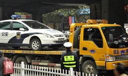 เข้มจริง!! ตำรวจจีน สอยรถเพื่อนกลับโรงพัก ก่อนสั่งปรับข้อหาจอดไม่เป็นที่เป็นทาง