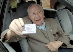 สุโค่ย!! คุณปู่วัย 95 ได้รับเลือกเป็นยอดนักขับสุดปลอดภัย