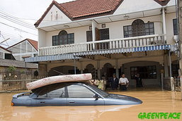 รัฐดันค่ายรถช่วยเหลือน้ำท่วมเพิ่ม พังเกิน 70% อาจซื้อคืน