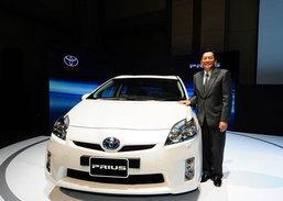 ยากเกินห้ามใจ Toyota Prius ดั้มพ์ราคาเสียบกลาง Altis-Camry