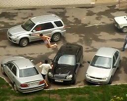 ฝันร้ายคนรักรถ คนบ้าเมายาเปลือยกลางที่จอดรถ