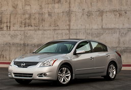 Nissan ปลื้ม Altima ยอดพุ่ง เตรียมส่ง Versa  โชว์ ตัว นิวยอร์ค