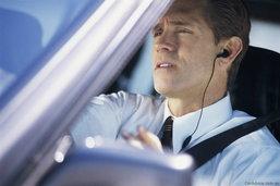 """ขับแล้วโทรยังไงก็ไม่ปลอดภัย แม้ใช้ """"แฮนด์ฟรี"""""""