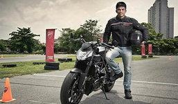 บิ๊กไบค์ Ducati สุดเท่ของ 'บัวขาว บัญชาเมฆ'