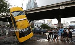 พิษน้ำท่วมกรุงเทพฯ รถยนต์จมน้ำ 3,184 คัน