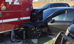 โผล่อีก! Tesla Model S พุ่งชนรถดับเพลิงที่ความเร็ว 105 กม./ชม. ในโหมดขับขี่อัตโนมัติ