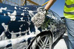 รู้ยัง? ... ข้อควรระวังเมื่อล้างรถเอง ทำไมถึงห้ามใช้ไม้ปัดขนไก่ !!