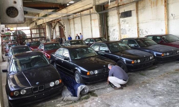 เฮงเว่อร์! BMW 5-Series สภาพไม่เคยใช้งานกว่า 11 คัน ถูกเจอโดยบังเอิญในโกดังเก่า