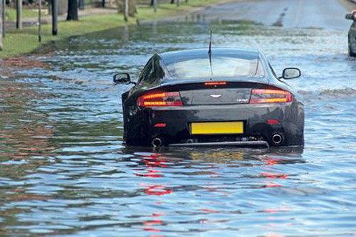 ขับรถลุยน้ำท่วม ระวังประกันภัยไม่รับผิดชอบ