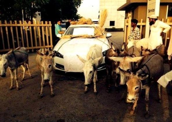 เจ้าของจากัวร์หรูสุดทนรถห่วย จับลาจูงประชดศูนย์ฯ