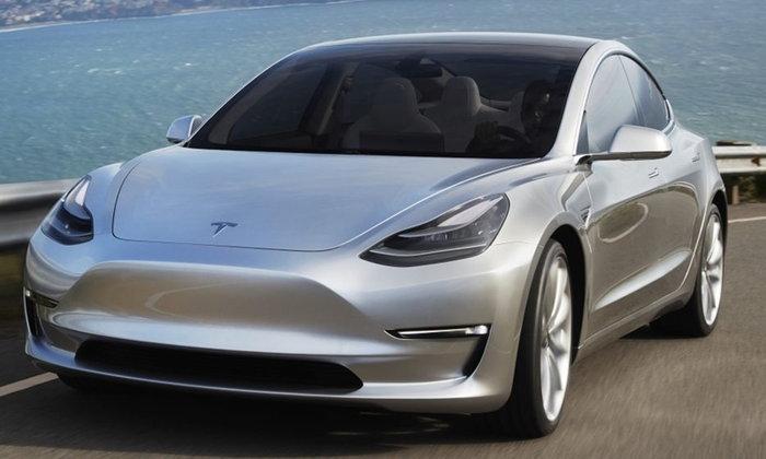 Tesla Model 3 2018 จ่อเปิดตัวรุ่นมอเตอร์ไฟฟ้าคู่ เคาะ 2.5 ล้านบาท