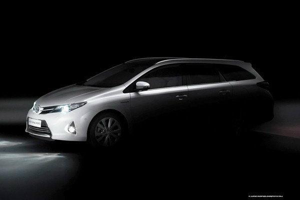 2013 Toyota Auris Tourer  อีกทางเลือกของรถครอบครัว