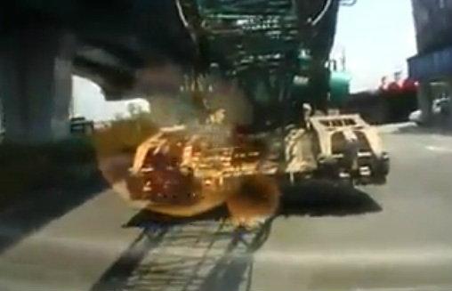 ขับใกล้รถบรรทุกมากระวัง! เจอแบบนี้