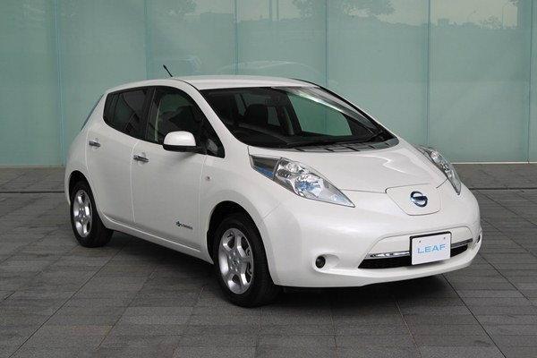 2013 Nissan Leaf  เบาและถูกกว่าที่คิด