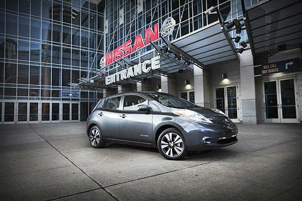 2013  Nissan LEAF อัพเดทสมรรถนะเพื่อสู่ตลาด