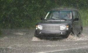 วิธีดูแลรถที่ต้องลุยน้ำเป็นประจำ