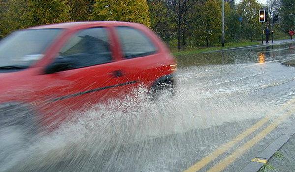 ไม่ล้างรถหน้าฝน ระวัง...สีรถพังไม่รู้ตัว!