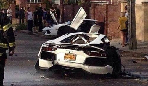 คลิปอุบัติเหตุ Lamborghini Aventador ชนอย่างแรงจนหักครึ่งท่อน