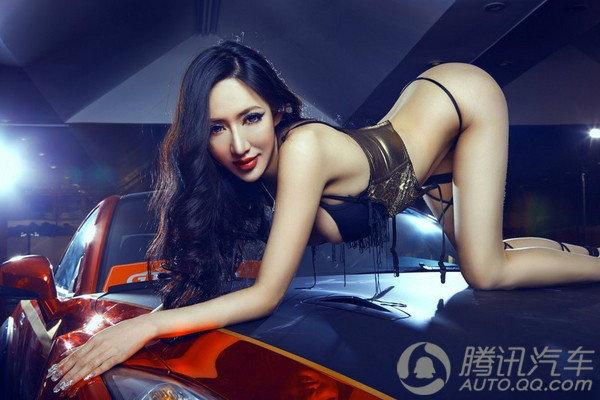 ลีลาพริตตี้สาวสุดเซ็กซี่ กับ Nissan GT-R