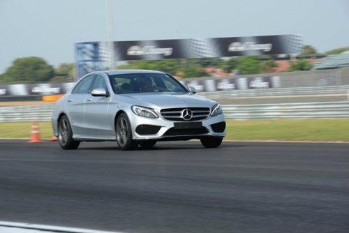เบนซ์จัดกิจกรรมทดสอบ The new C-Class ครั้งแรกกับการทดสอบสมรรถนะสุดเร้าใจบนสนามแข่งรถ จ.บุรีรัมย์
