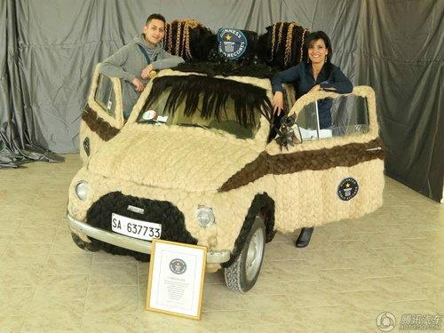 ตะลึง! Fiat 500 หุ้มด้วยเส้นผมมนุษย์จริงทั้งคัน
