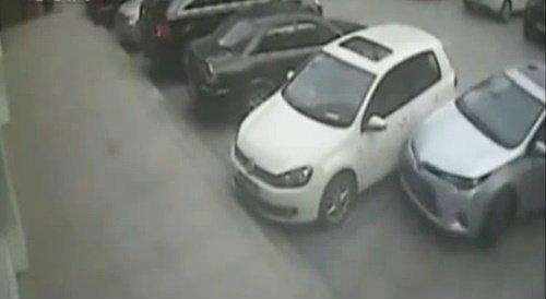 สุดยอดนักขับ! คลิปหนุ่มจีนโชว์ถอยรถแบบที่ใครก็ไม่อาจลอกเลียนแบบ