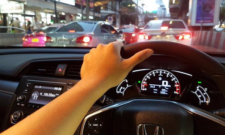 8 นิสัยเสียขณะขับรถที่คุณเผลอทำโดยไม่รู้ตัว