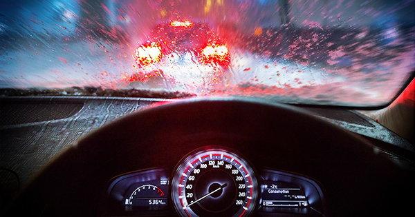 วิธีขับรถให้ปลอดภัย ในวันฝนตกหนัก!