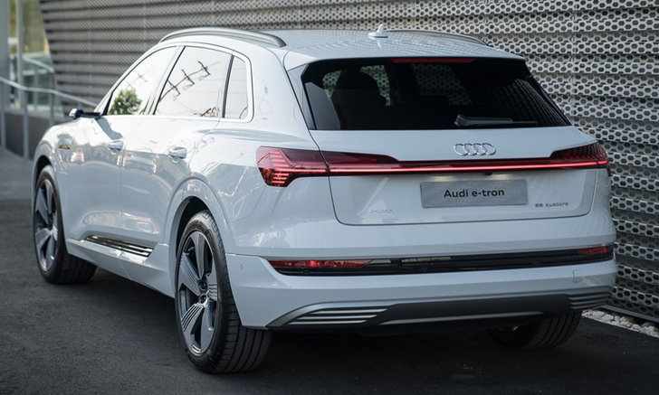 ไปดู Audi e-tron 2019 ใหม่ รถไฟฟ้ารุ่นล่าสุดทั้งภายนอก-ภายใน ราคา 5.099 ล้านบาท