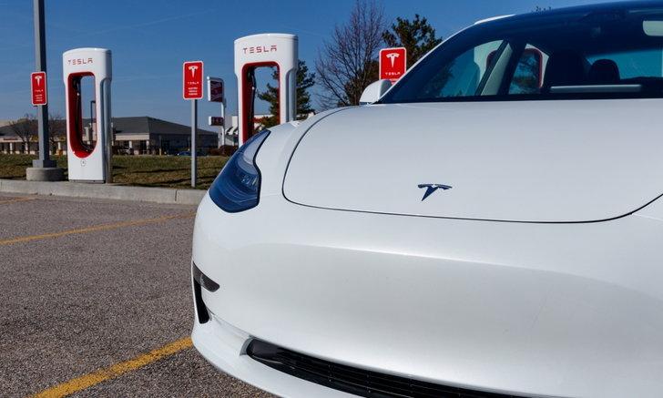 เอาจริงหรือ? รถยนต์ Tesla อาจสนทนากับผู้คนในระยะประชิดได้