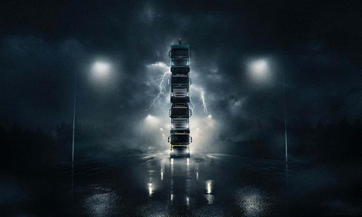 สุดระห่ำ! ชมรถบรรทุก Volvo สูงเฉียดฟ้าราวกับตึก 5 ชั้น (คลิป)