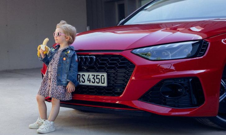 ยั่วยุอารมณ์ทางเพศ! Audi ถอดโฆษณาเด็กสาวกินกล้วย หลังโดนวิจารณ์หนักหน่วง