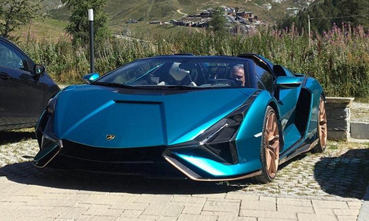 สะดุดตา! ยลโฉม Lamborghini Sian Roadster ที่มีคนจับภาพได้บนถนนที่อิตาลี