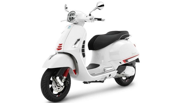 Vespa GTS Super Sport 300 HPE 2021 เพิ่มสีขาว White Innocenza ใหม่ เคาะราคา 215,900 บาท